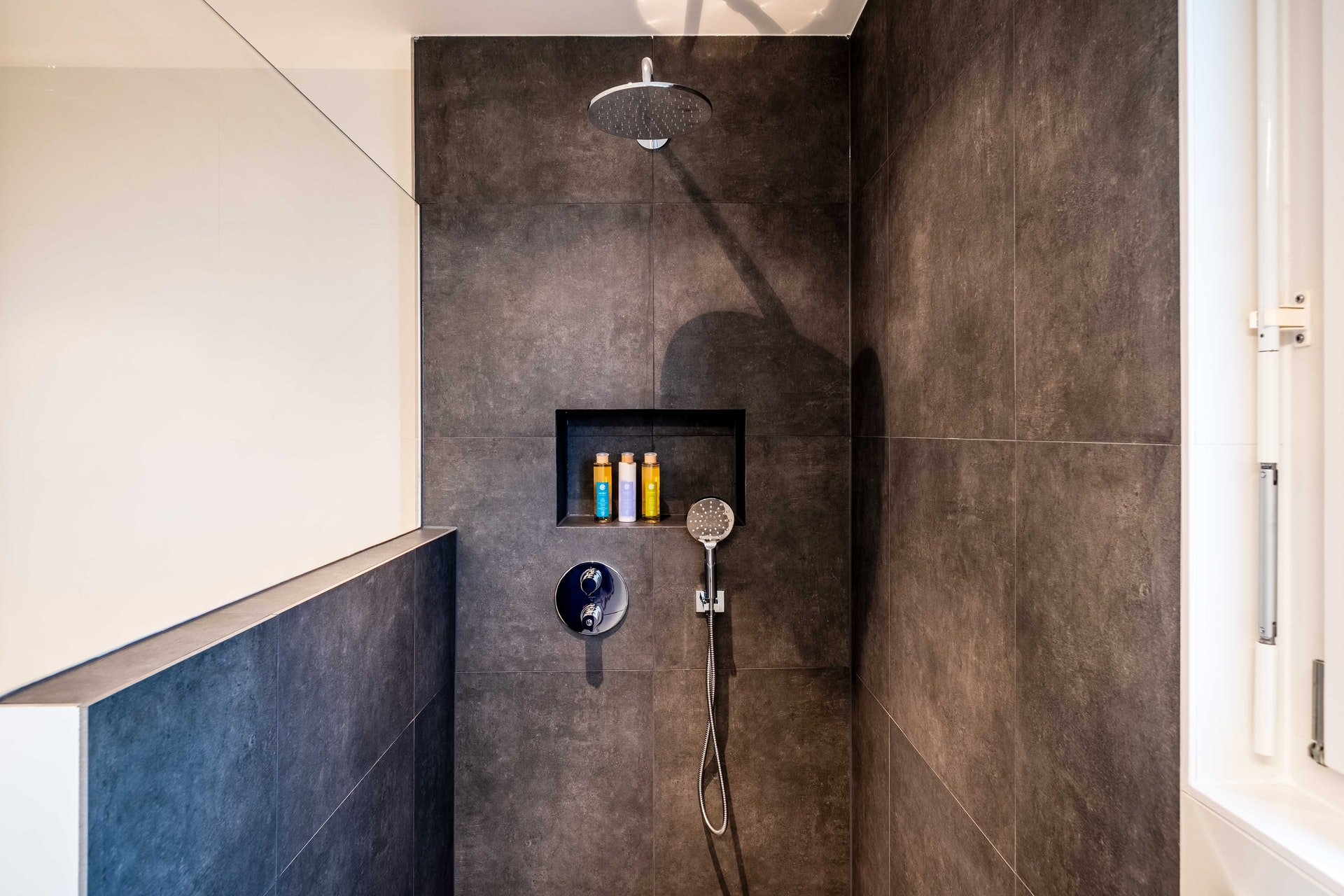 The Pros of Open Concept Showers